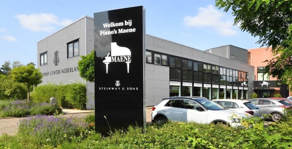 Piano's Maene Alkmaar gebouw