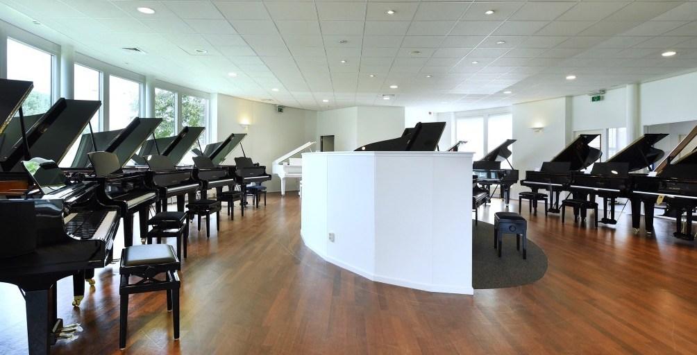 Piano's Maene Alkmaar showroom vleugels