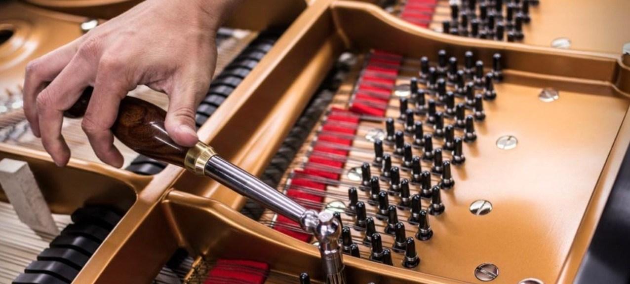 Accorder un piano avec une clé d'accord