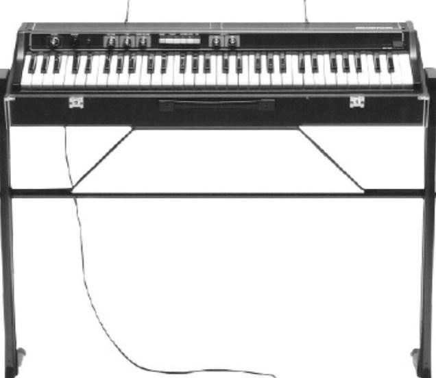 De eerste elektrische piano's waren analoog of gebruikten FM synthese
