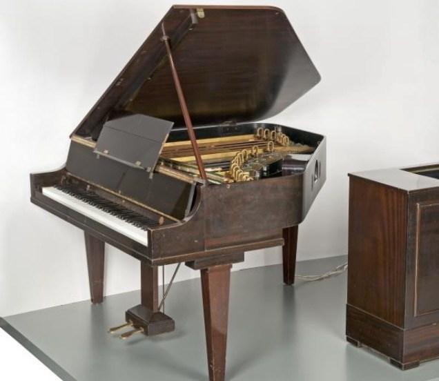 de Neo Bechstein, één van de eerste Elektro-akoestische vleugelpiano's